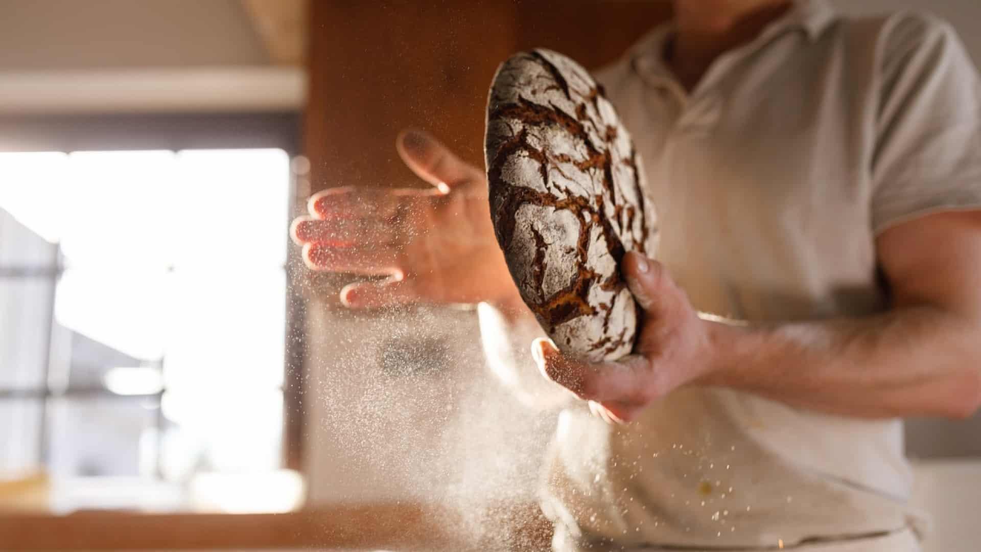 Un boulanger a besoin d'un support pour son four
